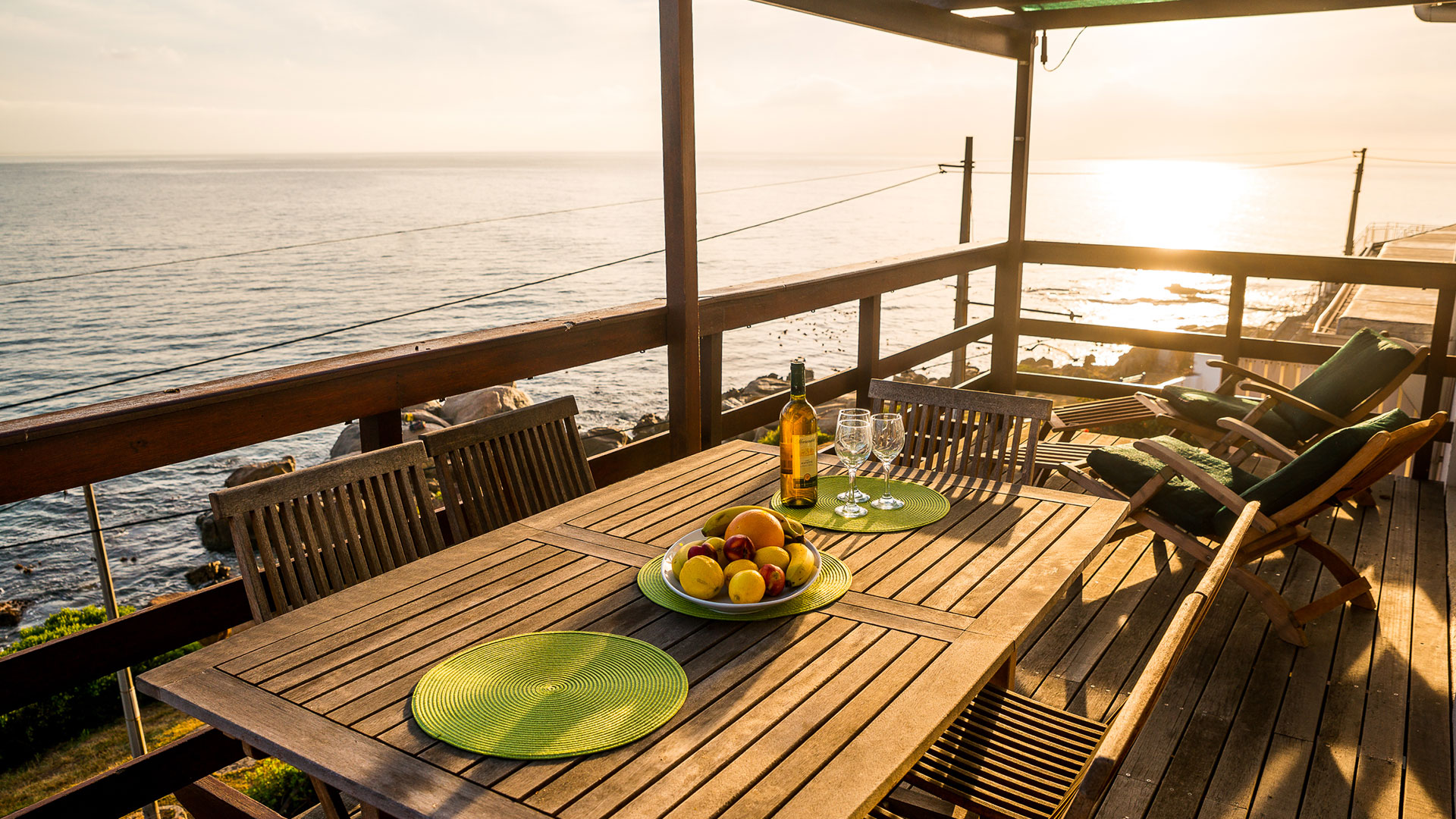 The Upper Deck - Self Catering Accommodation In Sunny Cove